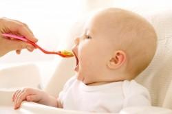 Слишком раннее введение прикорма - причиня появления пищевой аллергии у детей