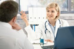 Консультация врача при аллергии на ноге